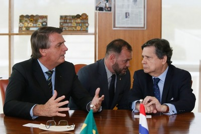 Acevedo con Bolsonaro en Brasil: inicio de renegociación del Tratado de Itaipú, sin fecha, y no hay donación de vacunas