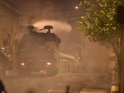 Protestas tras archivo de juicio político dejan como saldo heridos, detenidos y saqueos de locales