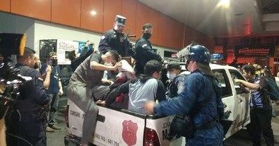 La Nación / Casi 30 detenidos tras incidentes en el microcentro