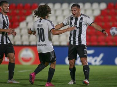 Libertad empata y avanza en la Libertadores