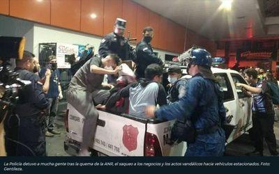 Casi 30 detenidos tras incidentes en el microcentro