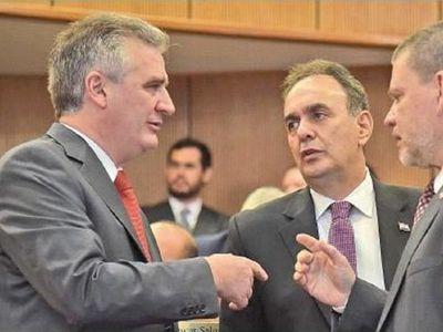 Los senadores Monges, Bacchetta y Riera están internados por Covid-19