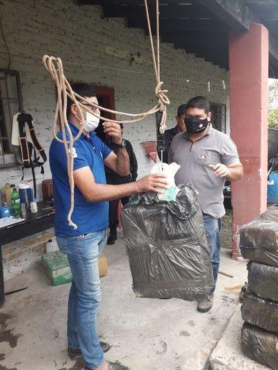 Hallan paquetes con supuesta marihuana en Pilar