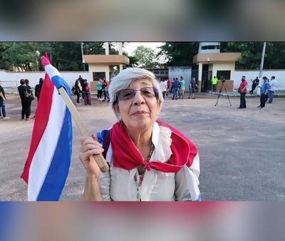 """La abuela """"más popular"""" de las manifestaciones asegura que sus particulares reclamos son producto de una rabia contenida por injusticias"""