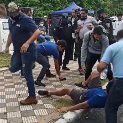 Periodista agredido por manifestante da su versión