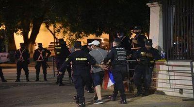 A los golpes y torturas de la Policía se le suma falta de atención médica