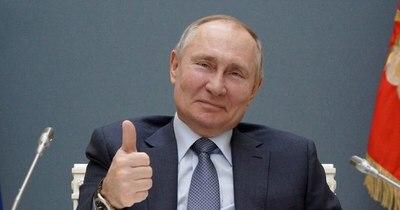"""La Nación / Putin propone a Biden reunirse """"en directo"""" esta jornada o el lunes"""