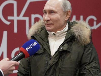 Putin se burla de Biden y le pide una discusión en directo