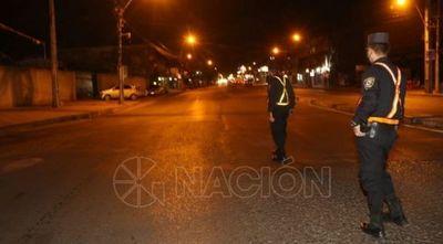 Policías salen a las calles para el control de la restricción de circulación