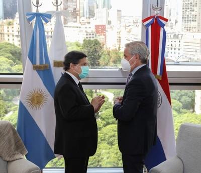 Paraguay y Argentina fortalecerán la cooperación para hacer frente a la emergencia sanitaria