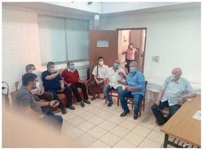 """Aplicación indebida de vacunas contra el Covid-19 en Pedro Juan; Nelson Collar: """"Acá se vacuna quien yo quiero"""""""