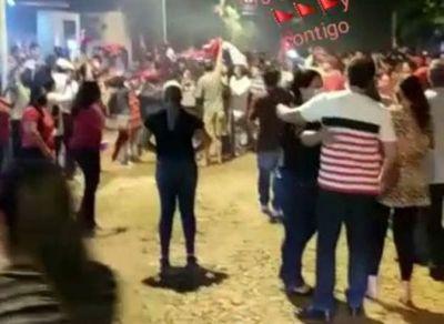 Tras amenazas de hechos vandálicos por parte de liberales, colorados del Amambay se congregaron frente al domicilio del diputado Acosta