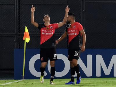 Pablo Zeballos anota el mejor gol de la semana en la Sudamericana