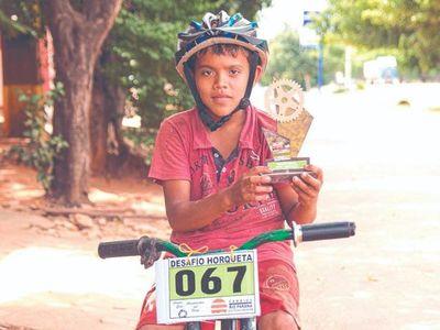 Ganó carrera con bicicleta sin frenos y le regalaron una nueva
