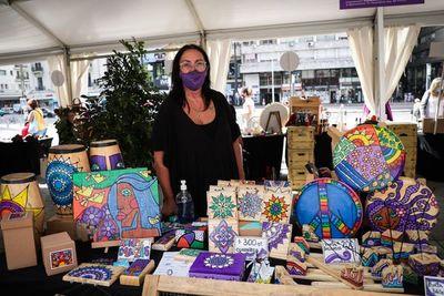 """Crear artesanías: una """"labor terapia"""" que da sustento a las mujeres uruguayas"""