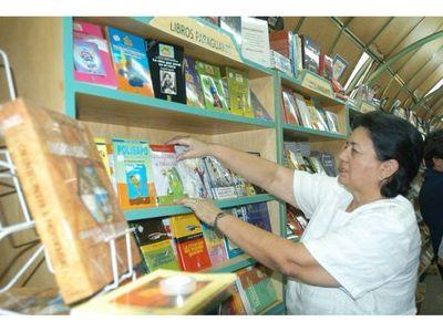 Librería fue saqueada, pero ladrones no se llevaron libros
