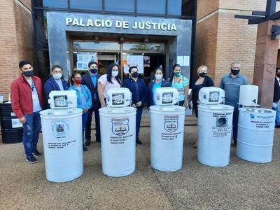 El Juzgado Penal de Garantías a cargo del juez Carlos Zelaya entregó lavamanos a instituciones educativas – Prensa 5