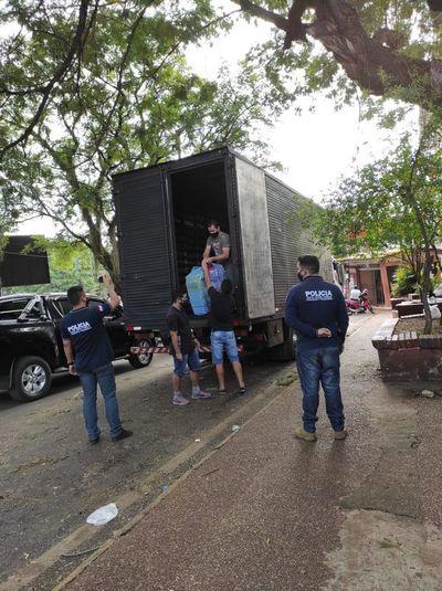 Incautan casi 3.000 calzados por denuncia de contrabando en el Este