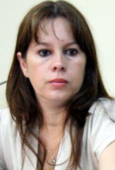 """""""El foco de concentración es la escuela, a corto, mediano y largo plazo"""", dice nueva viceministra de Escolar Básica"""