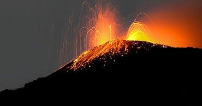 La Nación / Un volcán despierta en Islandia tras 800 años de sueño