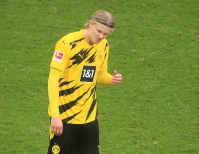Haaland salva al Dortmund de una derrota
