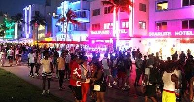 La Nación / Toque de queda en Miami Beach por incontrolable multitud de turistas
