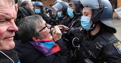 La Nación / Manifestaciones contra restricciones por pandemia en Europa