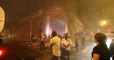 La Nación / ANR amplía la denuncia contra los atacantes a su sede partidaria