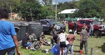 La Nación / Militares, heridos en vuelco de vehículo