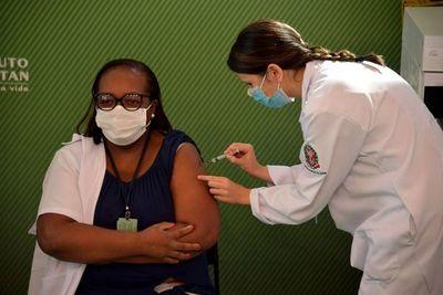 Brasil habilita el uso de stock de vacunas para primera dosis