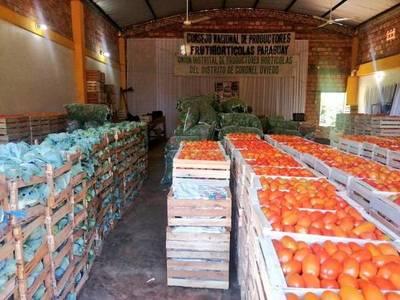 Exitosa comercialización de tomate y locote de productores de Caaguazú