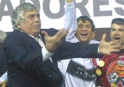 """Crónica / Néstor """"Cachito"""" Espinoza: """"Ganar la Copa fue lo más grande"""""""