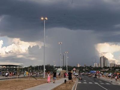 Precipitaciones con ocasionales tormentas eléctricas continuarán este lunes