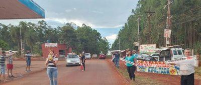 Pobladores del Km. 9 Acaray exigen asfalto