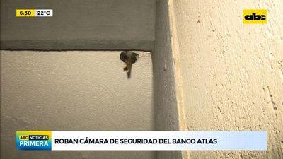 Roban cámara de seguridad del Banco Atlas