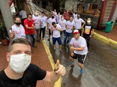 Esteban Wiens y su equipo pintan la dejada Terminal Interurbana