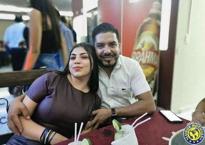 Novia de Portillo realiza proselitismo con lista de beneficiarios de adultos mayores •
