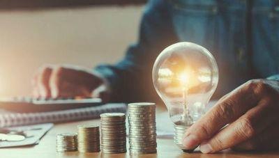 ¿Se puede consumir menos electricidad pasando más tiempo en casa?