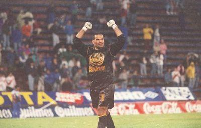 A 25 años del histórico gol de media cancha de Chilavert