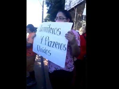 Vendedores de lomitos y pizzas se manifestaron contra restricciones