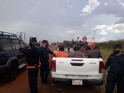 Policía aprehende a varias personas en bloqueo de ruta en Alto Paraná