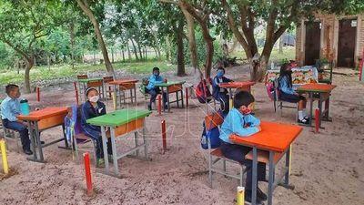 Apoyá a DEQUENÍ con Kits de bioseguridad y proyectores para escuelas