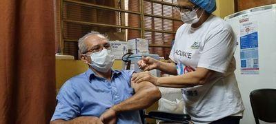 Inmunizan a personal de blanco de Misiones