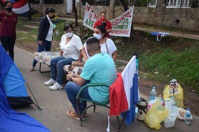 Exigen renuncia de director del Hospital de Areguá ante la falta de médicos e insumos