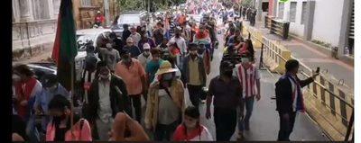 Manifestantes cierran calles del microcentro