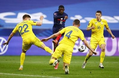Ucrania sorprende a Francia y rescata un empate de París