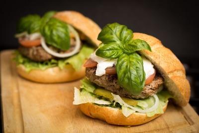 Hamburguesas vegetarianas: el Parlamento Europeo legaliza su comercialización en la UE