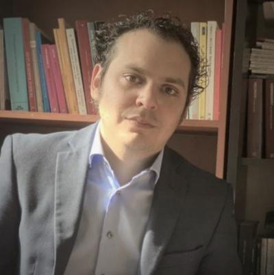 """Jurista paraguayo que trabaja en la Corte ecuatoriana: """"Nuestra Constitución asigna una misión clara a los partidos políticos"""""""