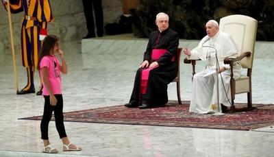 El Papa Francisco defendió a una niña discapacitada que interrumpió su discurso
