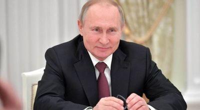 Putin anuncia que este martes se vacunará contra el COVID-19